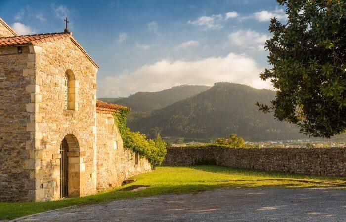 iglesia prerrománica de San Juan en Santianes (Pravia),